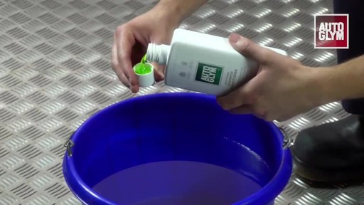 Autoglym Bodywork Shampoo Conditioner - image 3 from the video
