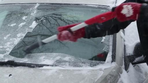 Garant EVA Snowbrush - image 3 from the video