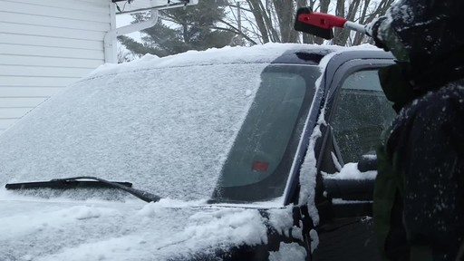 Garant EVA Snowbrush - image 5 from the video