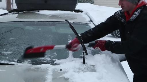 Garant EVA Snowbrush - image 6 from the video