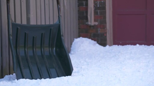 Yardworks Sleigh Shovel, 22-in - image 8 from the video