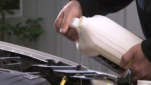 MotoMaster Long-life Premixed Antifreeze/Coolant - image 8 from the video