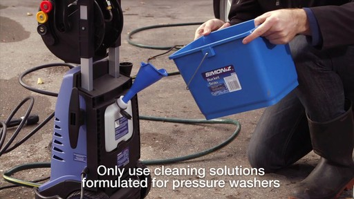 Simoniz 1700 PSI Electric Pressure Washer - image 4 from the video