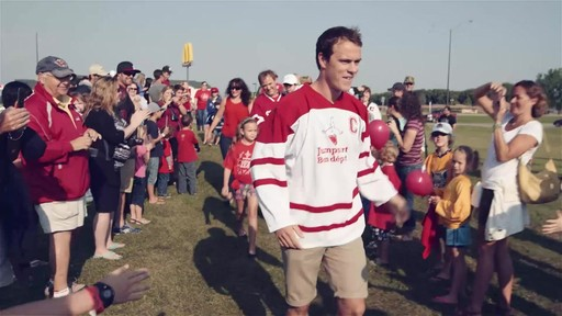Jonathan Toews visits Dauphin, Manitoba - image 4 from the video
