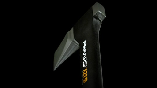 Fiskars X-Series Axes Virtually Unbreakable - image 7 from the video