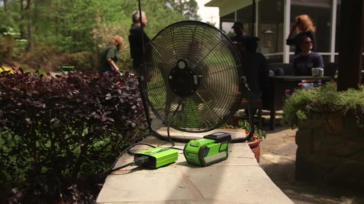 Greenworks 40 V 300W Power Inverter - image 10 from the video