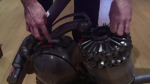 Dyson DC78 Turbinehead Vacuum- Benoit's Testimonial - image 6 from the video