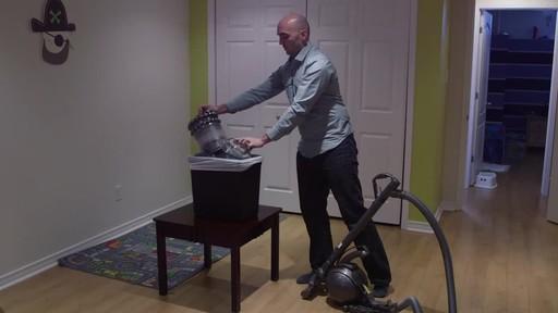 Dyson DC78 Turbinehead Vacuum- Benoit's Testimonial - image 7 from the video