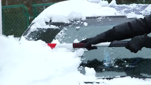 Garant Scratch-Free Snow Brush - Lise's Testimonial - image 3 from the video