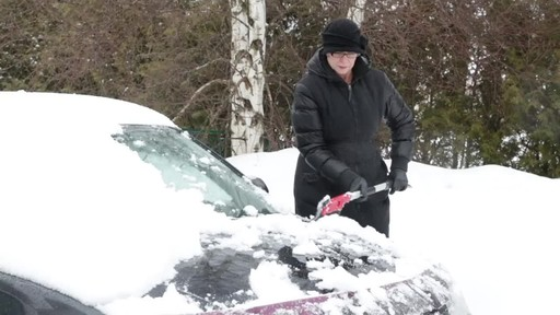 Garant Scratch-Free Snow Brush - Lise's Testimonial - image 5 from the video