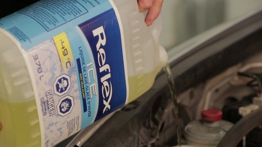 Reflex ICE-490 Windshield Washer Fluid - image 2 from the video