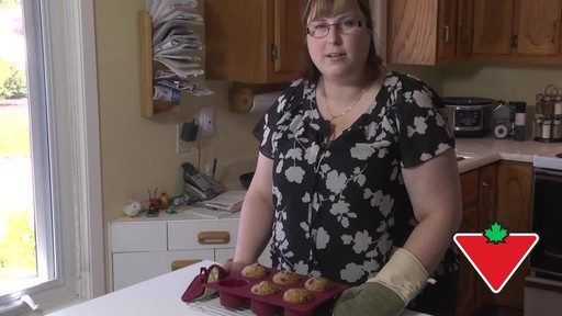 MASTER Chef Silicone Muffin Pan - Dominique's Testimonial - image 4 from the video