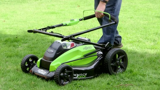 Gareth & Doug's Review of the Greenworks 40V Lawnmower  - image 4 from the video