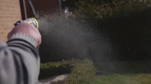 Yardworks Zinc 8-Pattern Watering Nozzle - Ugo's Testimonial - image 9 from the video