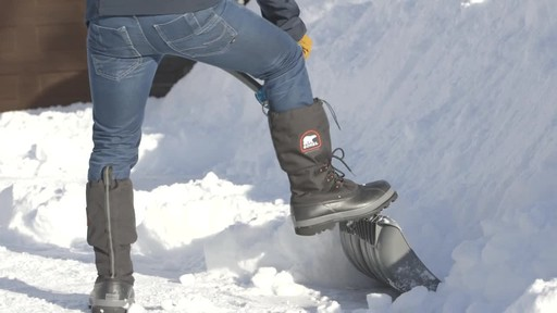 Yardworks Ergonomic Combo Snow Shovel, 19-in - image 6 from the video