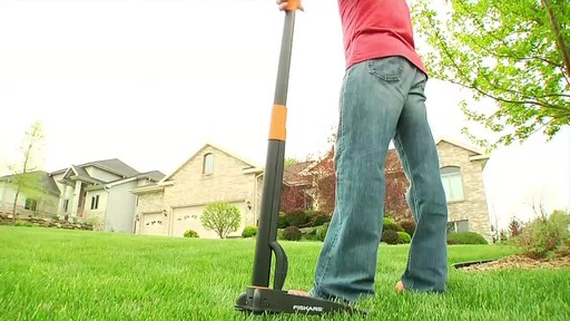 Fiskars Stand Up Weed Remover - image 8 from the video