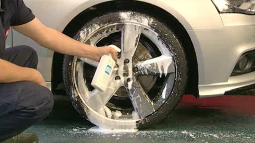 Autoglym Custom Wheel Cleaner - image 4 from the video