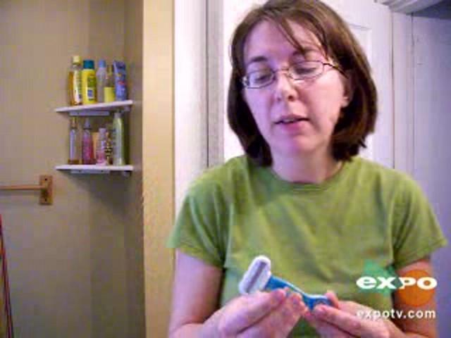 Gillette Venus Divine Razor for Women  - image 9 from the video