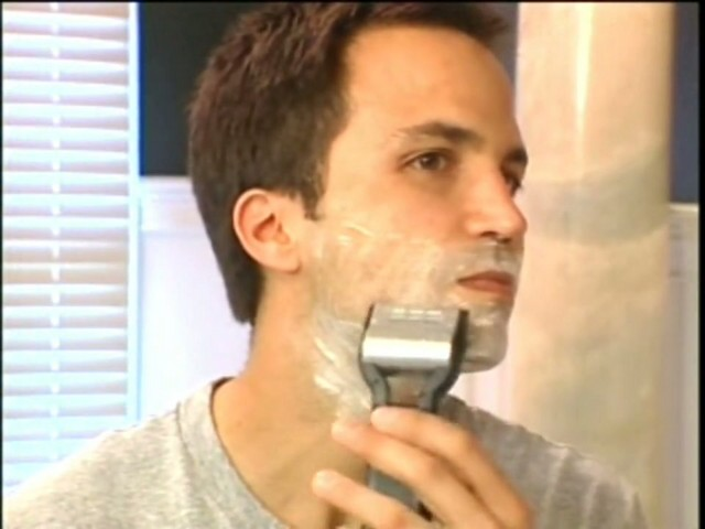 Emjoi Men's Rotoshave Electric Razor - image 4 from the video