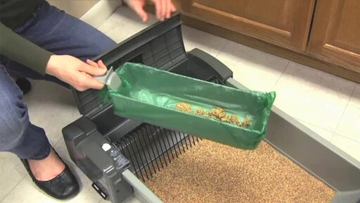 SmartScoop Self-Scooping Cat Litter Box - image 6 from the video
