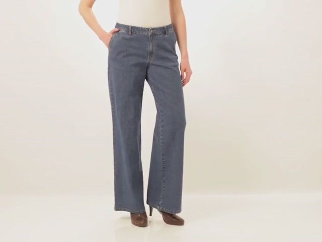 Wide leg stretch jeans - image 9 from the video