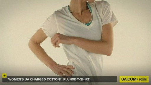 WOMEN'S UA CHARGED COTTON® PLUNGE T-SHIRT - image 7 from the video