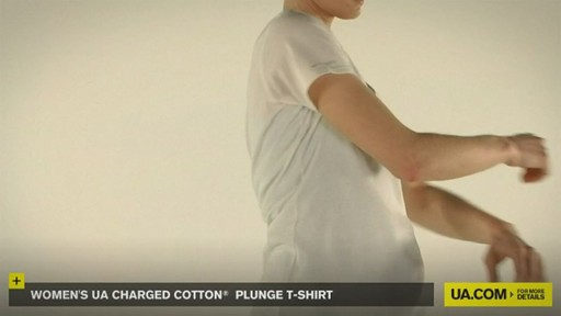 WOMEN'S UA CHARGED COTTON® PLUNGE T-SHIRT - image 8 from the video