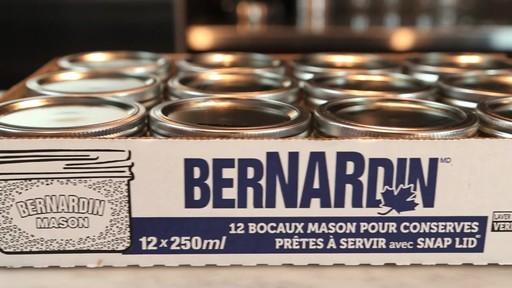 Bernardin bocaux Mason à grand goulot, 250 mL - image 8 from the video