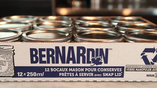 Bernardin bocaux Mason à grand goulot, 250 mL - image 9 from the video