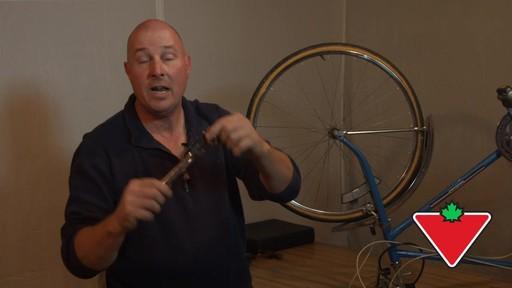 Ensemble de clés à tête articulée SAE MAXIMUM GearWrenchMD – Témoignage de Rob - image 3 from the video
