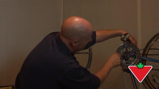 Ensemble de clés à tête articulée SAE MAXIMUM GearWrenchMD – Témoignage de Rob - image 8 from the video