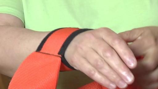 Sangles de levage Forearm Forklift – Témoignage de Carole - image 7 from the video