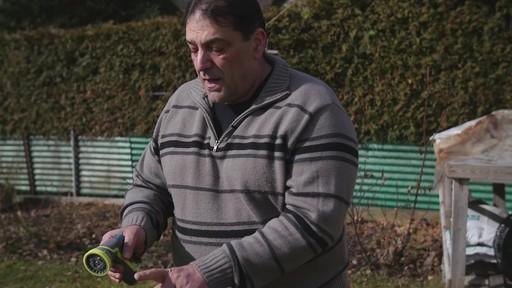 Pistolet d'arrosage en zinc à 8 réglages Yardworks – Témoignage de Ugo - image 10 from the video