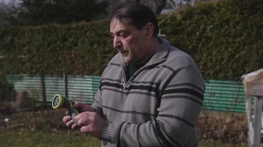 Pistolet d'arrosage en zinc à 8 réglages Yardworks – Témoignage de Ugo - image 7 from the video
