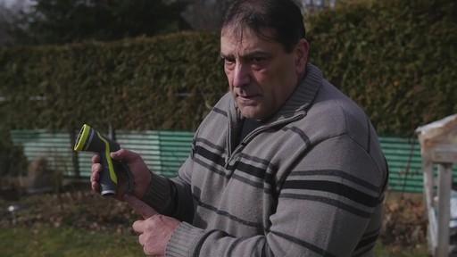 Pistolet d'arrosage en zinc à 8 réglages Yardworks – Témoignage de Ugo - image 8 from the video