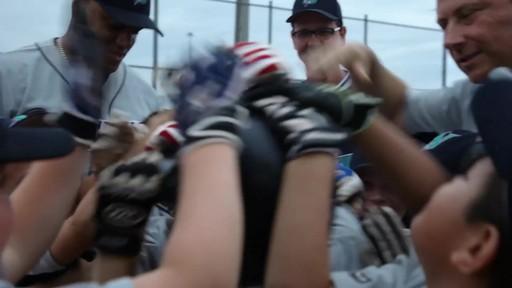 Nous jouons tous pour le Canada - image 9 from the video