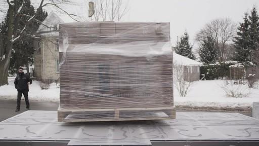 Premier essai du camion de glace partiellement construit avec la batterie MotoMaster Eliminator - image 3 from the video