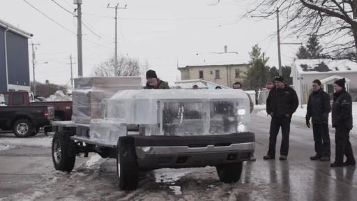 Premier essai du camion de glace partiellement construit avec la batterie MotoMaster Eliminator - image 6 from the video