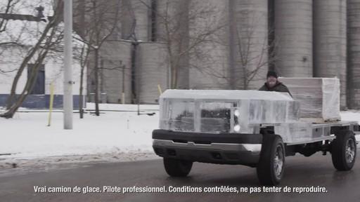 Premier essai du camion de glace partiellement construit avec la batterie MotoMaster Eliminator - image 7 from the video