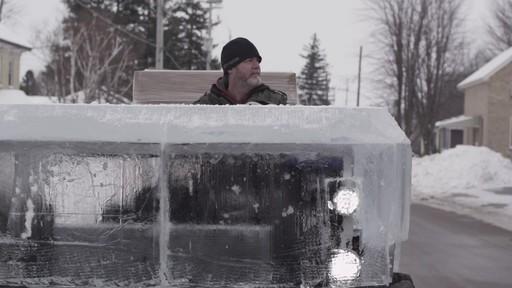Premier essai du camion de glace partiellement construit avec la batterie MotoMaster Eliminator - image 8 from the video