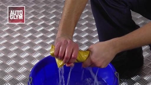 Shampooing pour l'intérieur sur mesure Autoglym - image 8 from the video