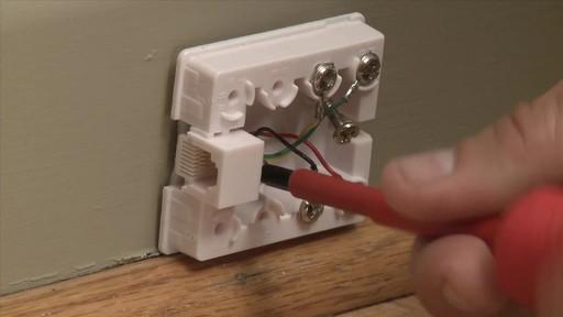Comment installer une ligne téléphonique - image 3 from the video