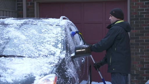 Balai à neige télescopique à tête pivotante, 3 positions - image 3 from the video