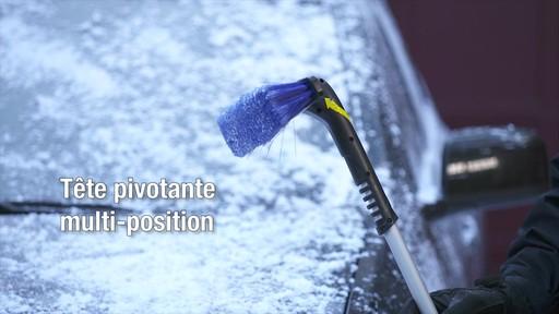 Balai à neige télescopique à tête pivotante, 3 positions - image 4 from the video