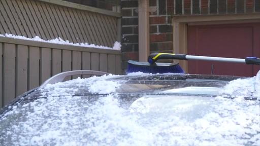Balai à neige télescopique à tête pivotante, 3 positions - image 5 from the video