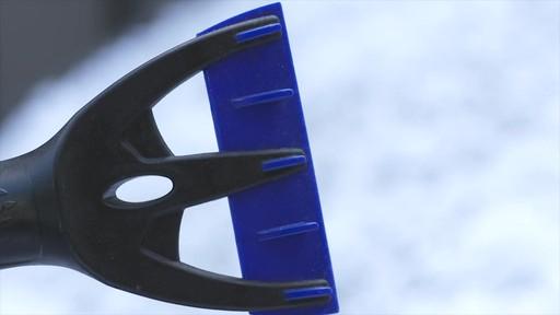 Balai à neige télescopique à tête pivotante, 3 positions - image 6 from the video