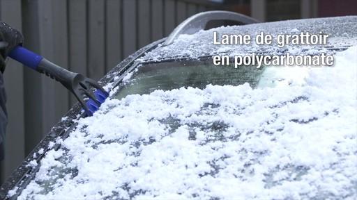 Balai à neige télescopique à tête pivotante, 3 positions - image 7 from the video