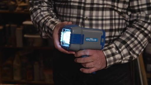 Projecteur 10 Watts MotoMaster Nautilus – Témoignage de Jim - image 7 from the video