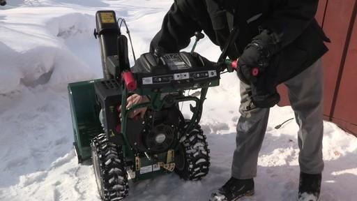 Souffleuse à neige à 2 phases Yardworks de 357 cm3 – Témoignage de Don - image 1 from the video