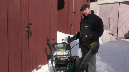 Souffleuse à neige à 2 phases Yardworks de 357 cm3 – Témoignage de Don - image 10 from the video